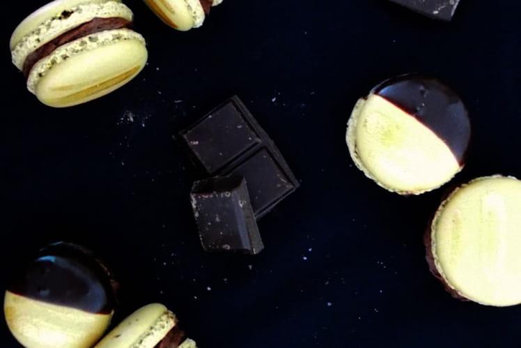 Macarons à la mousse au chocolat et piment d'Espelette