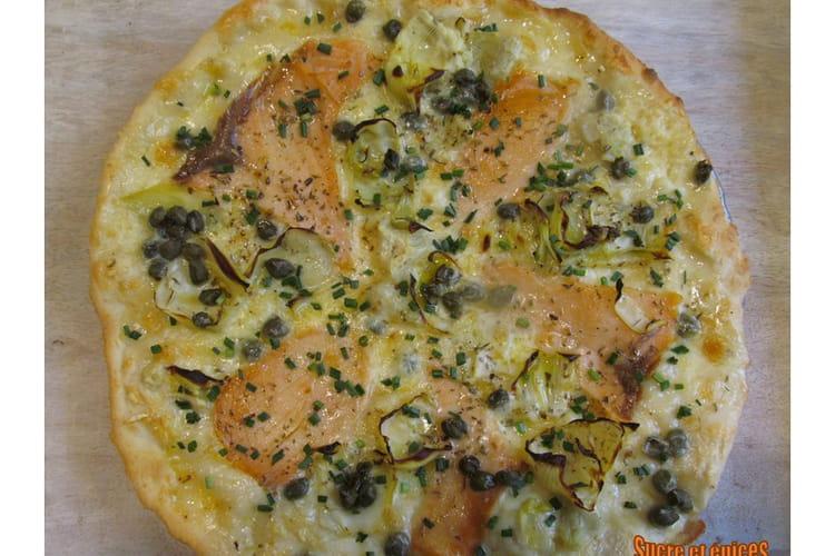 Pizza blanche au saumon fumé et à la cancoillotte