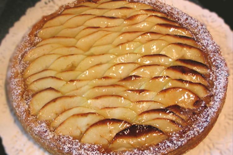 Tarte aux pommes, banane et caramel au beurre salé
