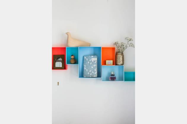 Des étagères colorées