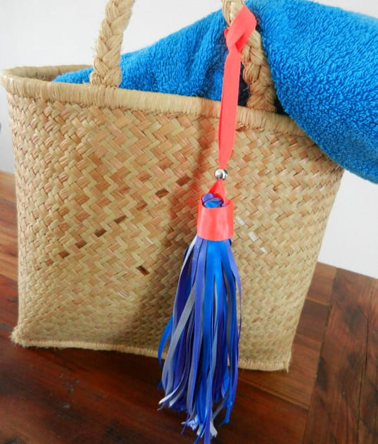 DIY: un pompon géant pour orner votre sac d'été