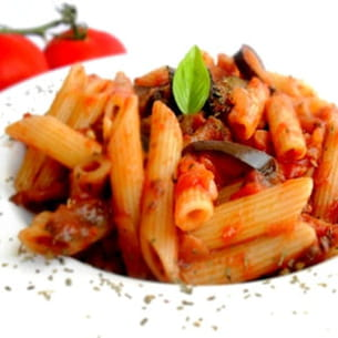 pennes à la sauce tomate et aux aubergines