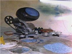 ici une unité de fabrication de faux viagra, avec une machine qui colore les