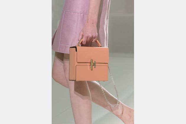 Le sac malette carré rigide du défilé Hermès