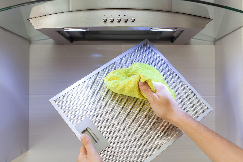 Nettoyer et dégraisser une hotte aspirante