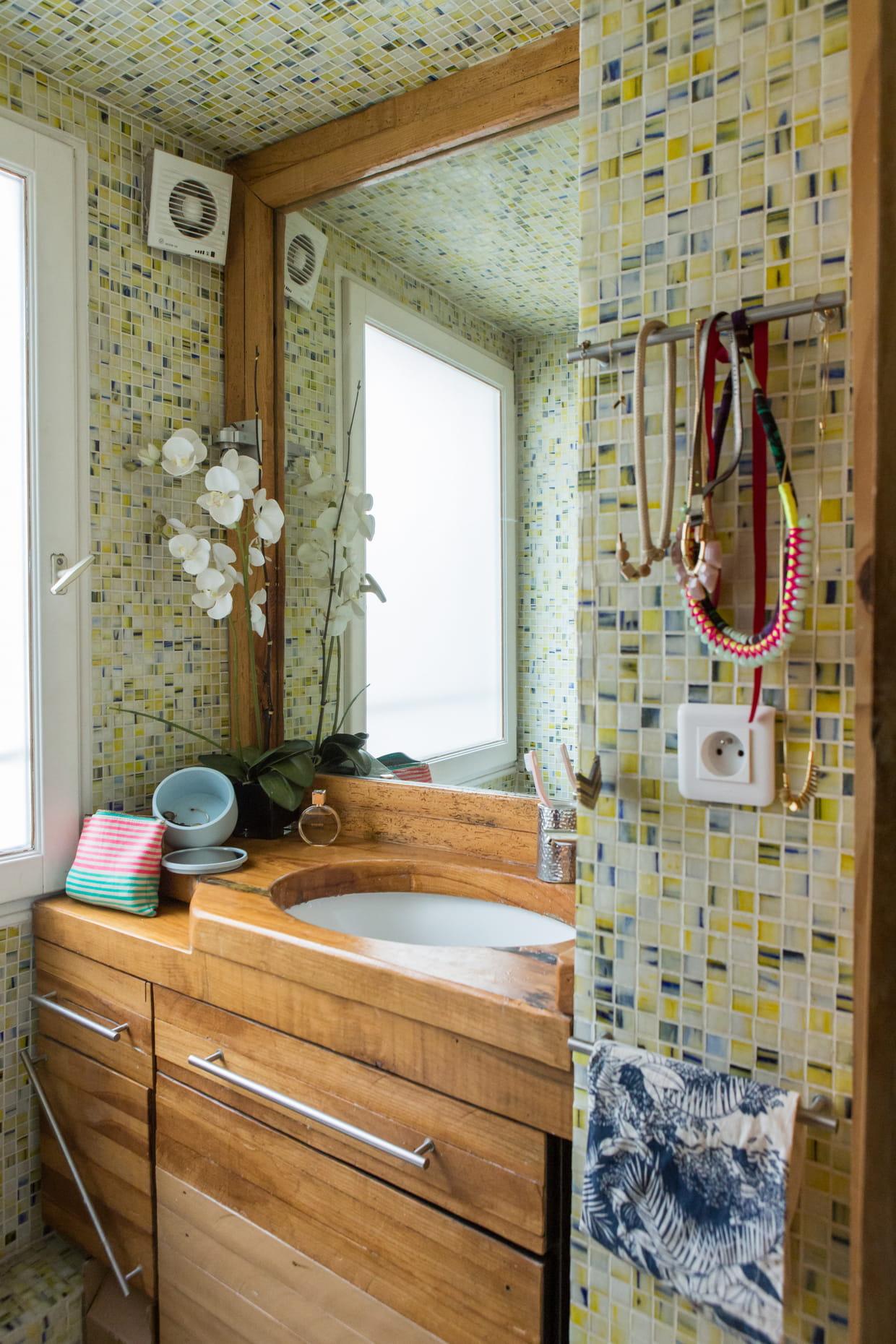 Salle De Bain Bois Et Mosaique : Salle de bains en bois et mosaïque