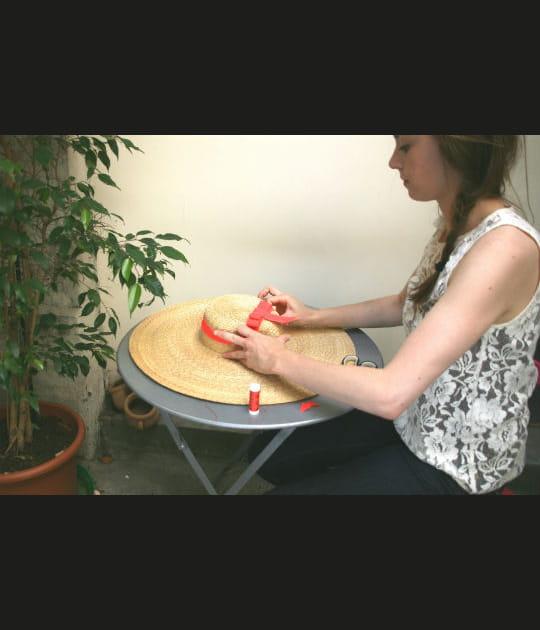Etape 5: Poser le ruban sur la capeline