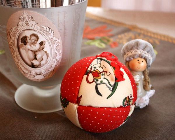 Fabriquer une boule de Noël en tissu patchwork