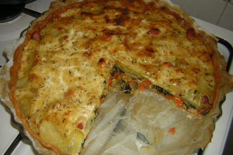 Tarte aux légumes, lardons fumés et fromage à raclette
