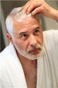 en cas de cheveux cassants, ces produits peuvent être utiles.