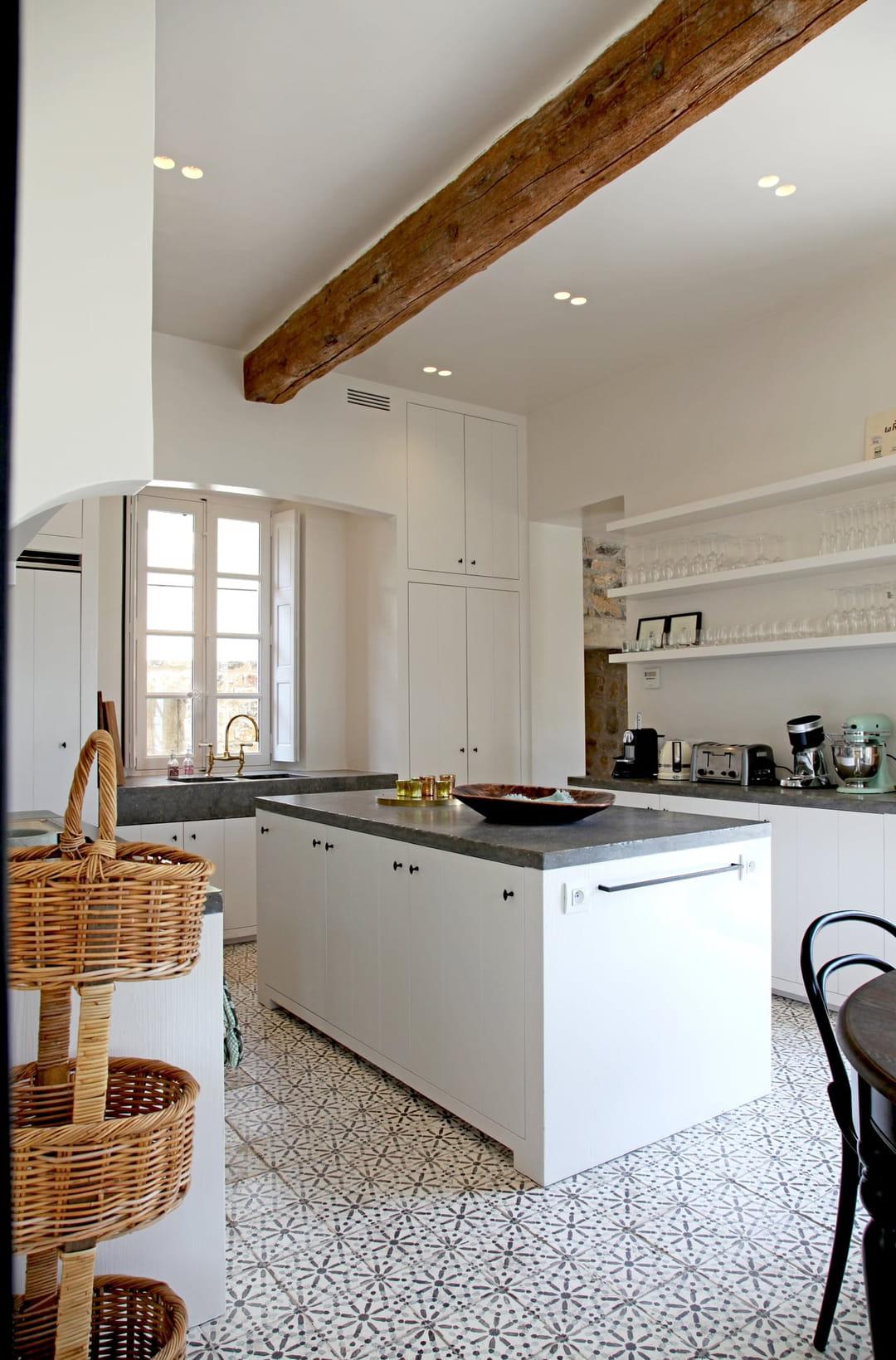 Cuisine Style Ancien comment donner le cachet de l'ancien à un intérieur récent ?
