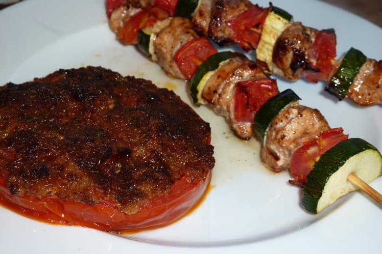 Brochettes de poulet mariné, tomate provencale