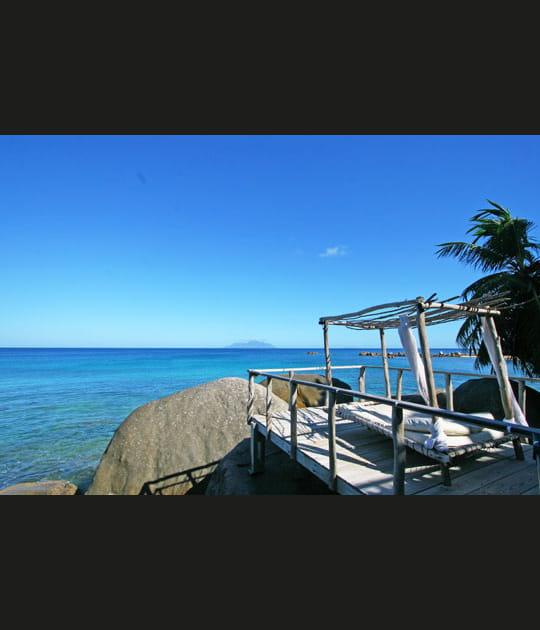 Une déco en bois flotté aux Seychelles