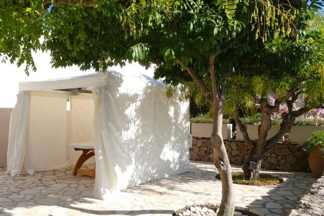 Un massage à l'ombre d'un arbre