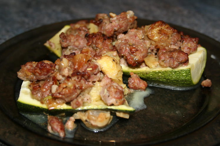Courgettes farçies, sauce relevée