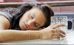 Binge drinking - Définition, conséquences et traitement - Santé-Médecine
