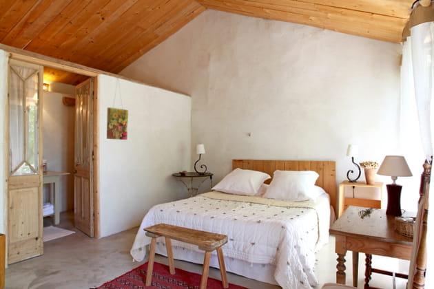 Tête de lit en palettes rustiques