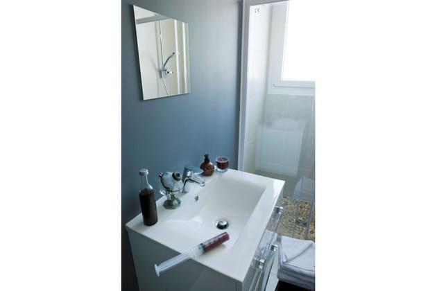 Une salle de bains cr ative for Enlever odeur cigarette chambre