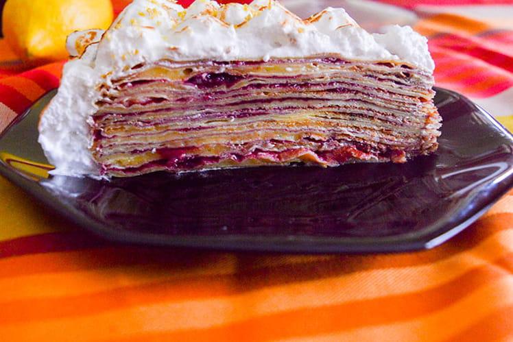 Gâteau de crêpes citron, cassis & framboises