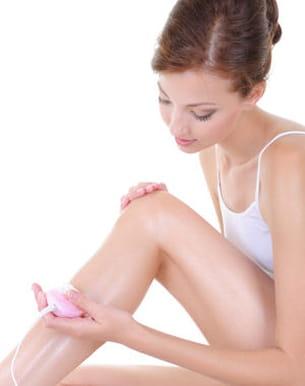les jambes supportent en général de nombreuses méthodes d'épilation.