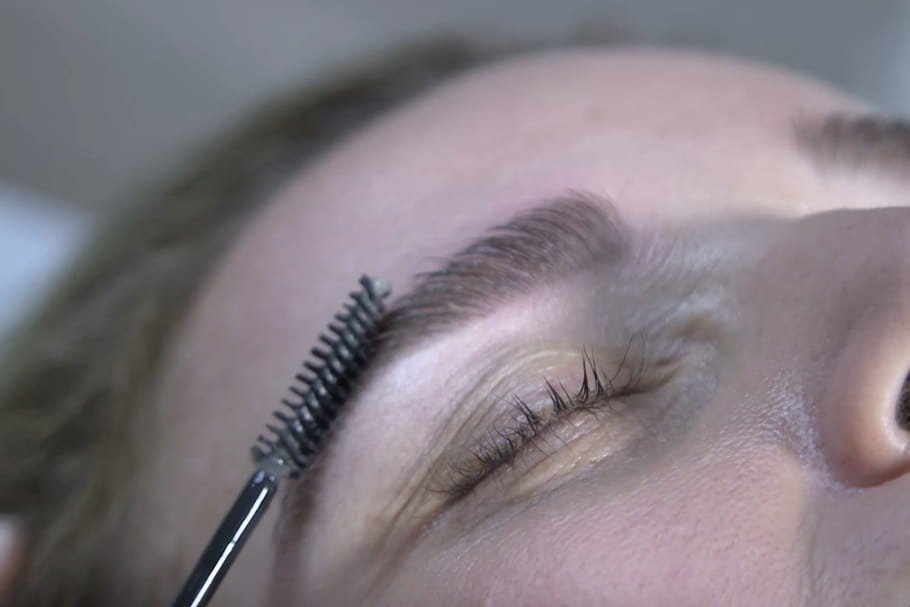 Comment faire tenir son make-up sourcils toute la journée ?