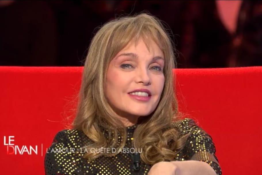 """Ce qu'il faut voir ce soir à la télé: """"Le Divan"""" de Marc-Olivier Fogiel avec Arielle Dombasle"""