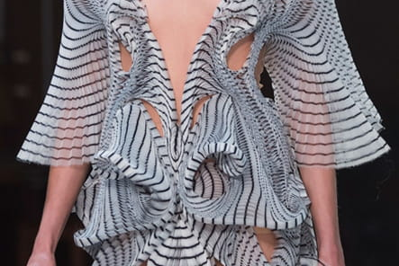 Iris Van Herpen (Close Up) - photo 18