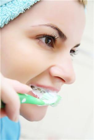 la seule solution pour diminuer le nombre de bactéries dans notre bouche est le