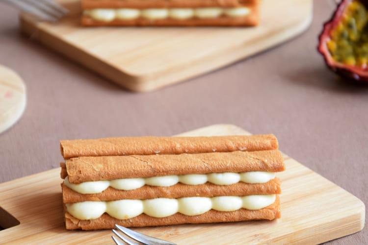 Mille feuille de crêpes dentelles et sa crème pâtissière à la passion