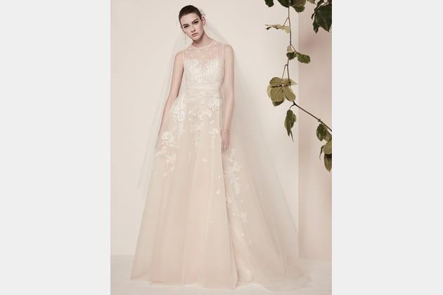 Une robe de mariée brodée