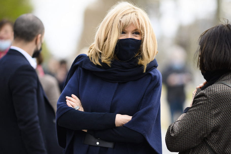 Brigitte Macron, prise en flag' en balade à Paris [VIDEO]