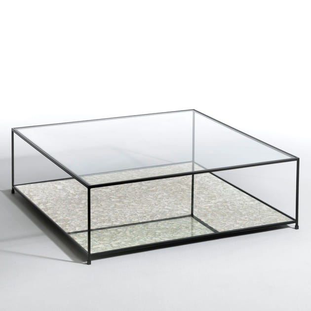 Une table basse transparente