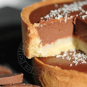 tartelettes au chocolat au lait et passion sur lit de coco