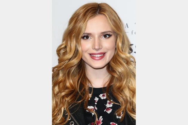 Les boucles brillantes de Bella Thorne