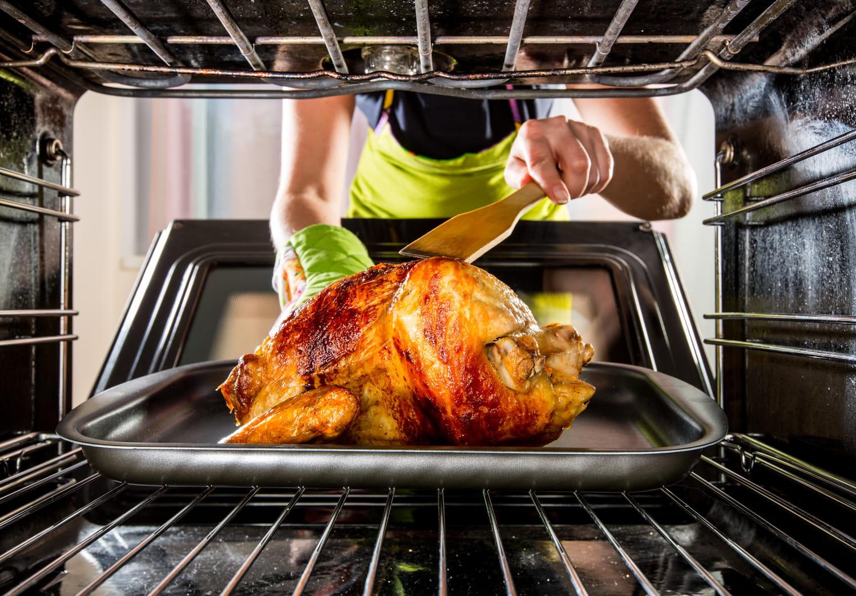 Comment cuire un poulet au four?