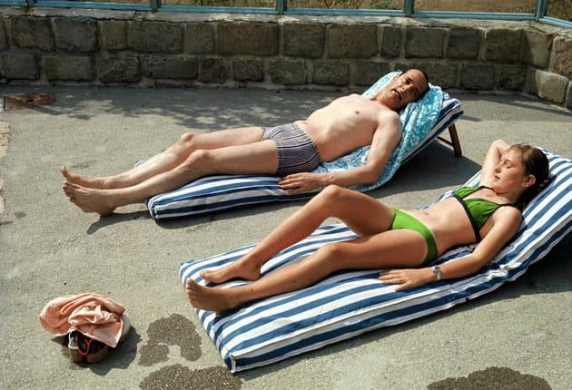 Jacques Chirac et sa fille Claude, en plein bain de soleil (1975)