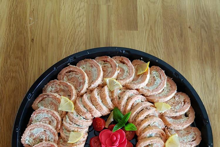 Roulé tomate à la crème d'avocat et saumon