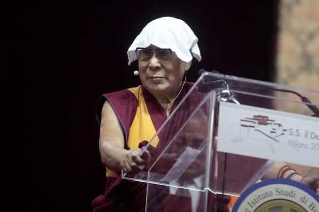 Le Dalai Lama ne savait pas où ranger sa serviette