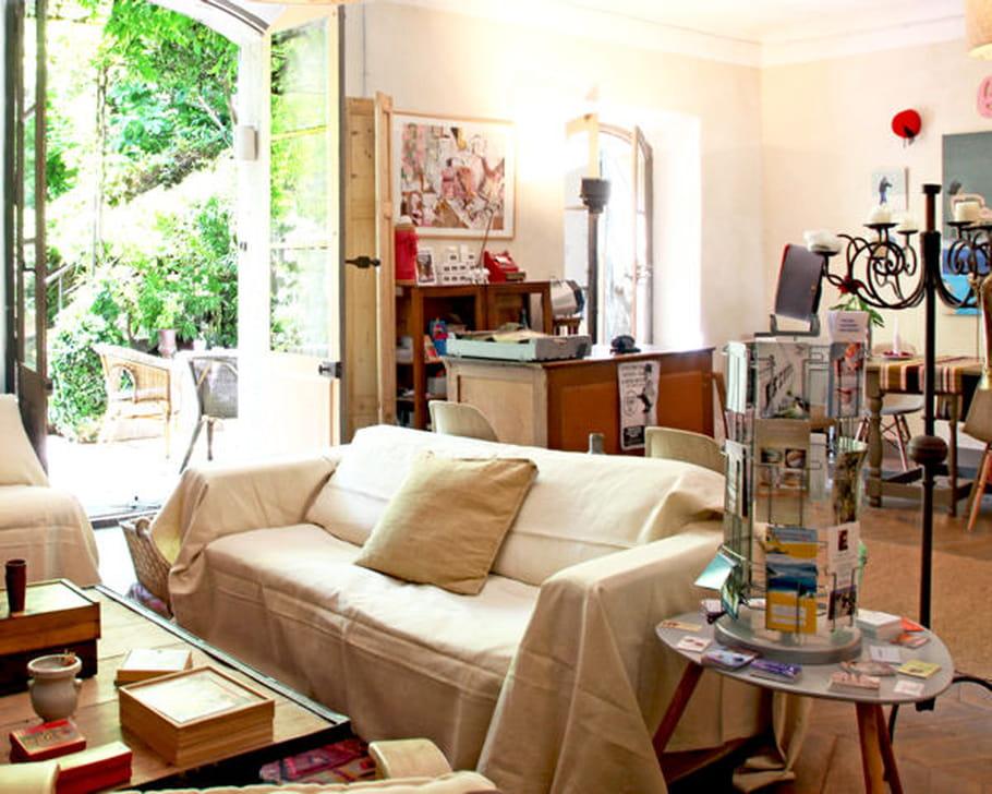 canap 20 id es d co pour le mettre en valeur. Black Bedroom Furniture Sets. Home Design Ideas