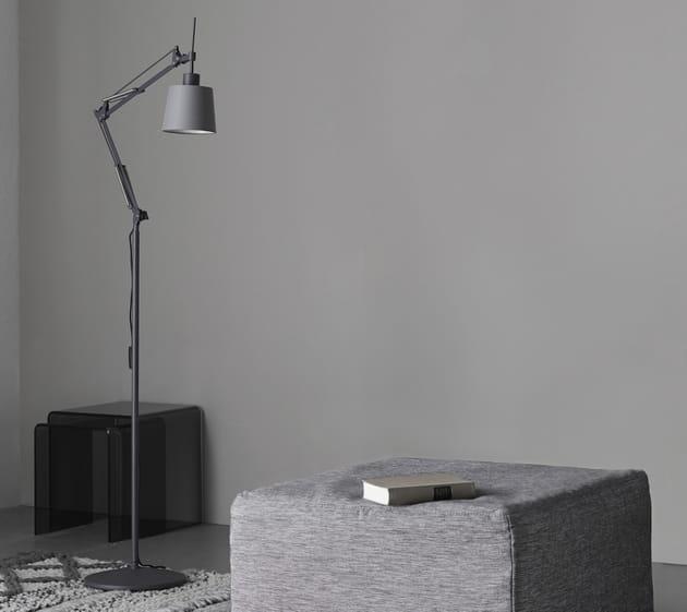 Le lampadaire industriel avec abat-jour
