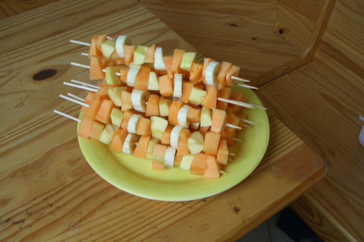 Brochettes de fruits d'été