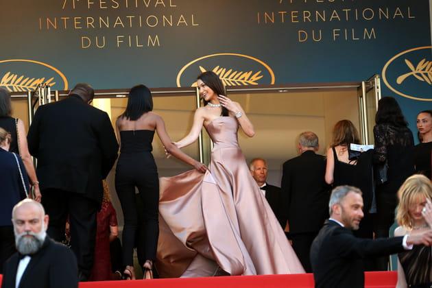 Bella Hadid, reine des marches