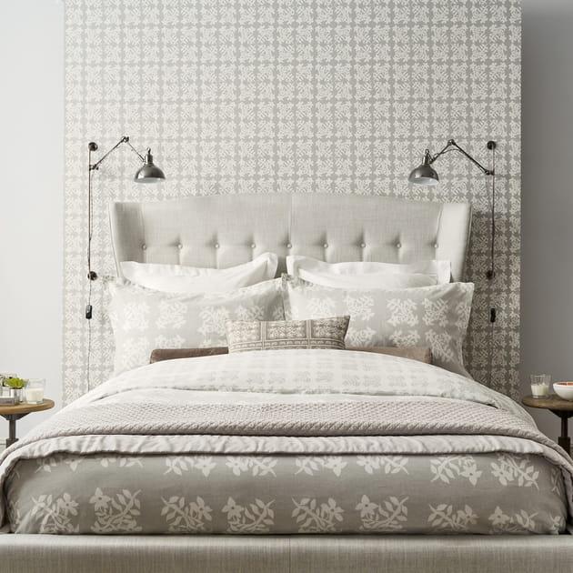 un papier peint t te de lit. Black Bedroom Furniture Sets. Home Design Ideas