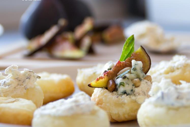 Feuilletés de figues rôties, roquefort et basilic