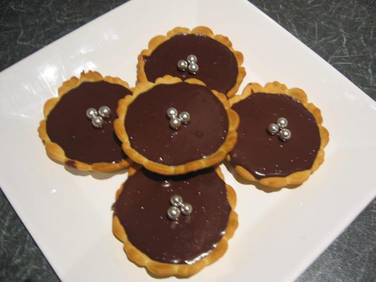 recette de tartelettes chocolat cognac la recette facile. Black Bedroom Furniture Sets. Home Design Ideas