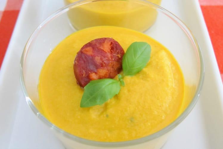 Crème épicée de carottes, tofu et dés de chorizo