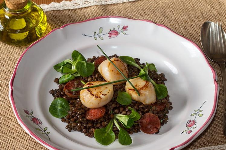 Salade tiède de lentilles aux noix de St-Jacques et chorizo
