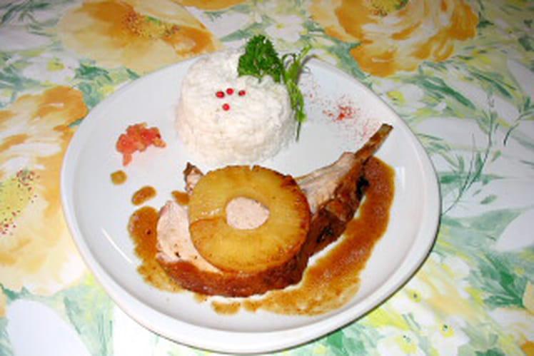 Carré de porc poêlé à l'ananas et riz coco