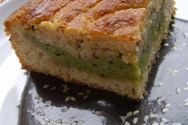 Gâteau basque au thé matcha, noisettes et crème anglaise au sésame