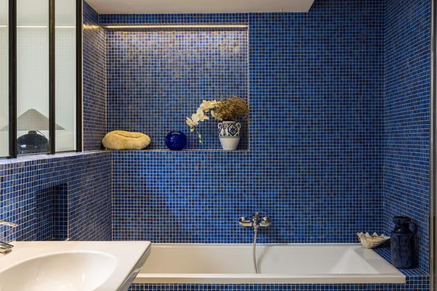 Salle de bains en mosaïques bleues